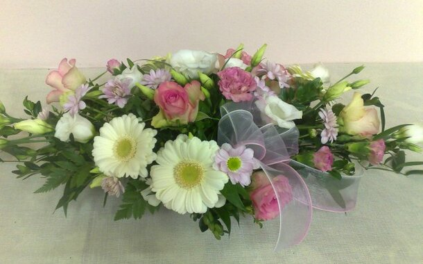 Vypichovaná aranžmá ze živých květin - práce s aranžovací hmotou