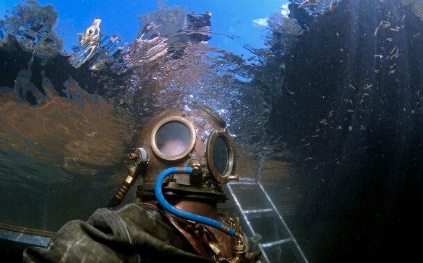 Kapitán NEMO - ponor v historickém skafandru