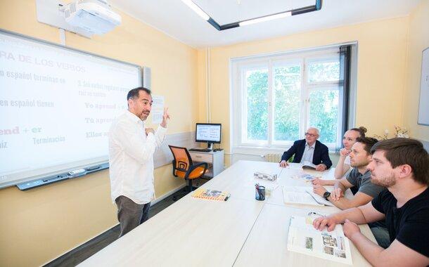 Prezenční kurz španělštiny pro pokročilé začátečníky A1 (pondělí 19:00 - 20:30)
